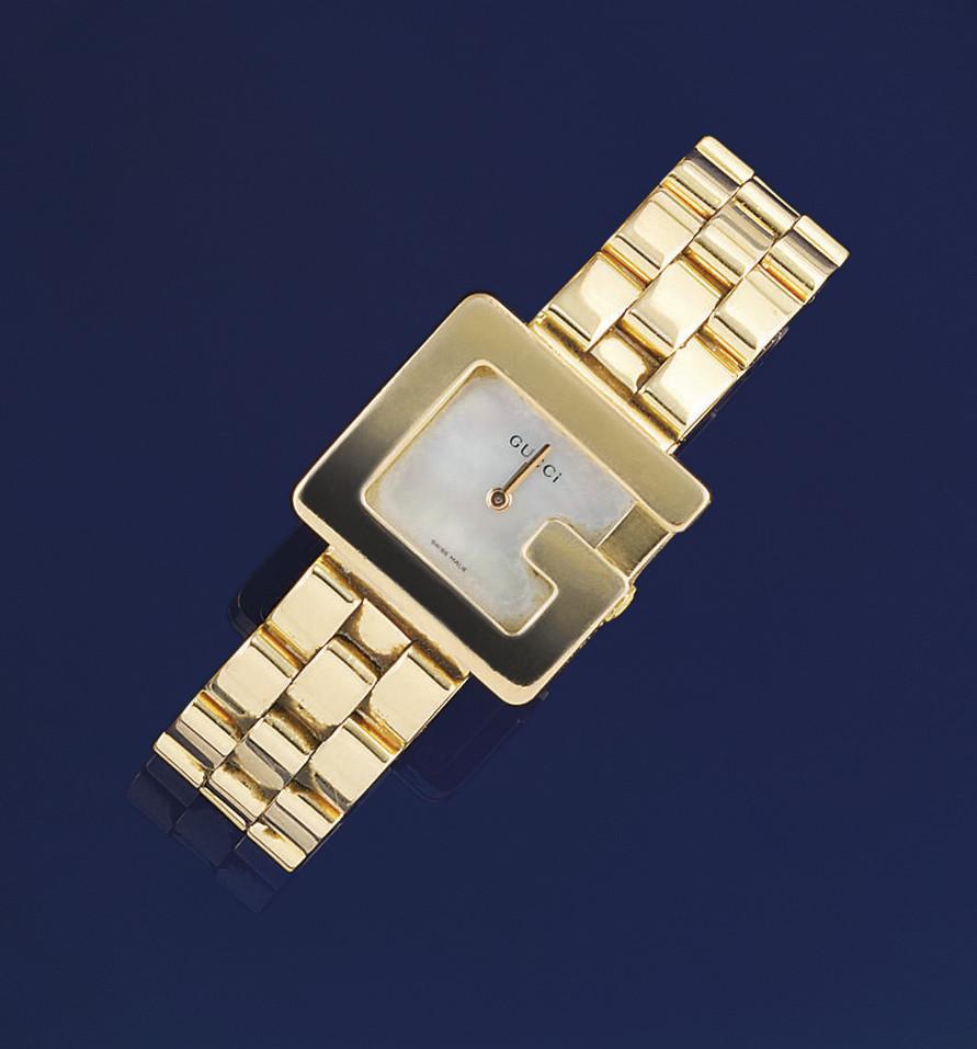 A lady's 18ct. gold quartz wri