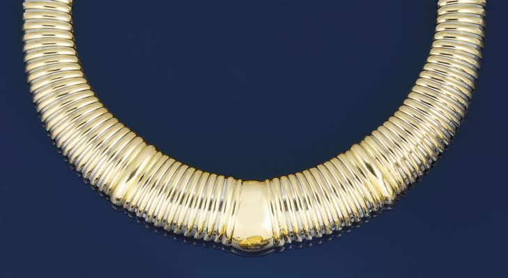 A flexible necklace, by Cartie