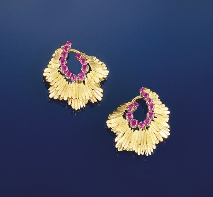 A pair of pink sapphire earcli