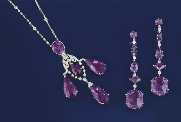 An amethyst and diamond neckla