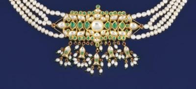 An emerald, colourless sapphir