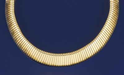 A flexible collar necklace, by