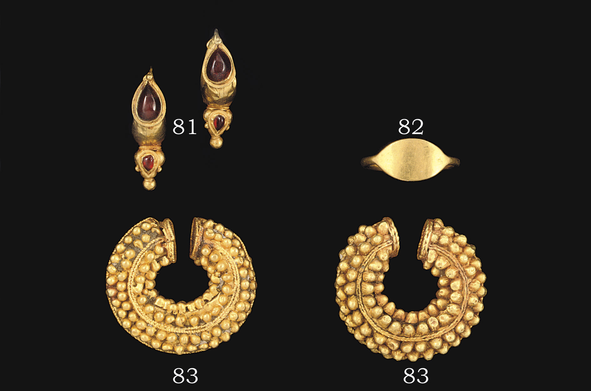 A PAIR OF BACTRIAN GOLD PENANN