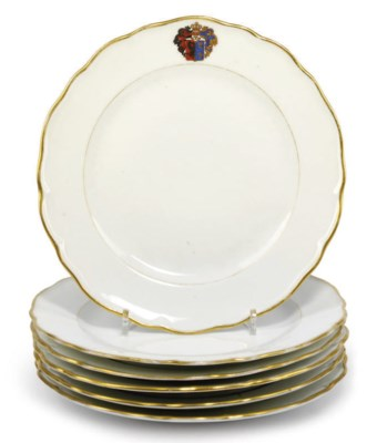 A SET OF SIX CRESTED PLATES