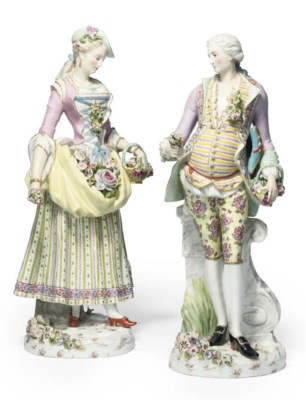 A PAIR OF GERMAN PORCELAIN FIG