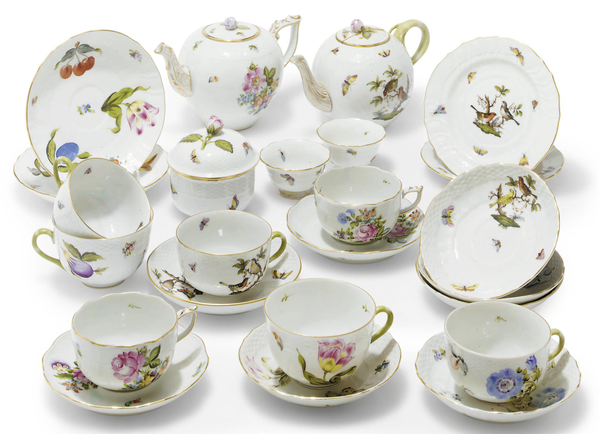 A HEREND COMPOSITE PART TEA SE