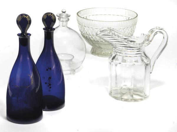 A QUANTITY OF GLASSWARE