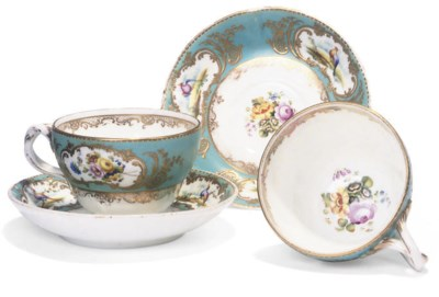 A PAIR OF ENGLISH PORCELAIN TE
