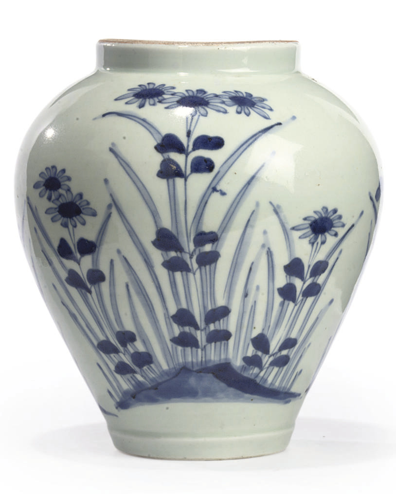 A JAPANESE BLUE AND WHITE OVOI