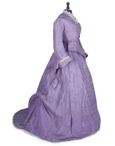 A LILAC SILK TWO-PIECE GOWN