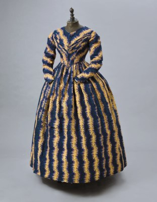 A PRINTED WOOL DAY DRESS