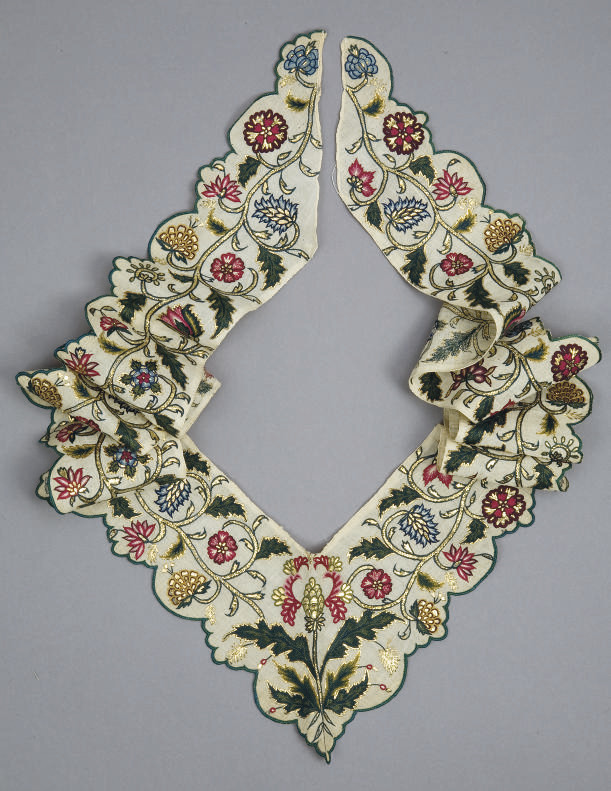 A FINELY EMBROIDERED FICHU BOR