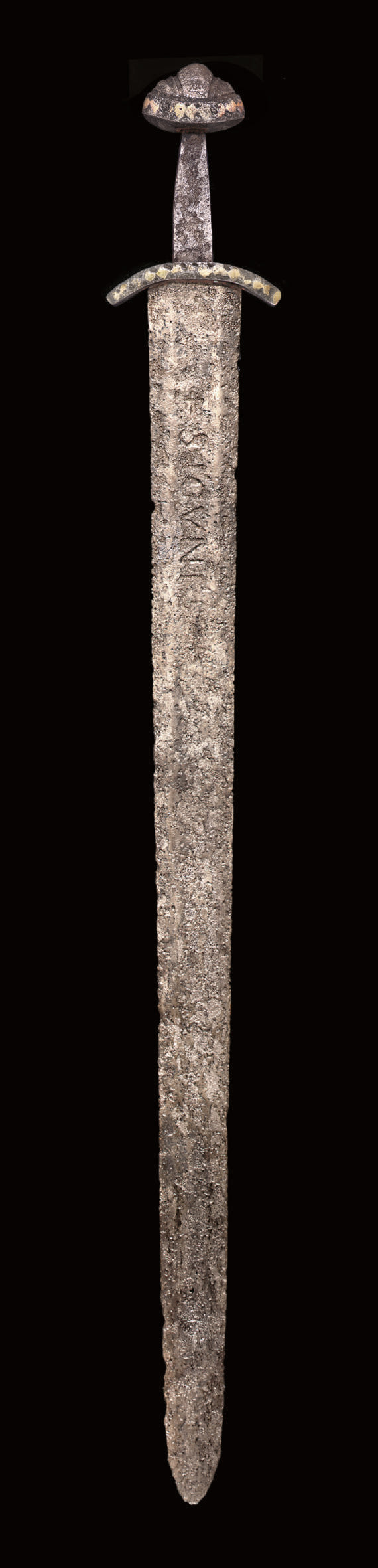 A RARE ANGLO-SAXON SWORD OF VIKING TYPE, THE HILT INLAID WITH TWO COLOURS OF GOLD