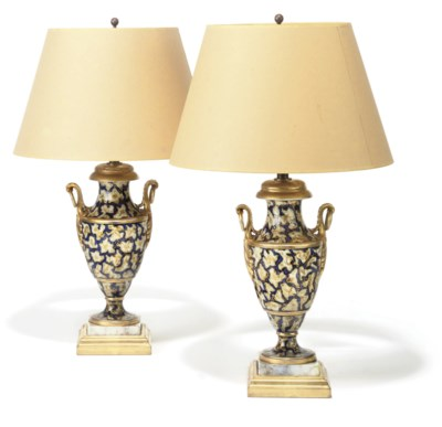 A PAIR OF PARIS PORCELAIN TWIN