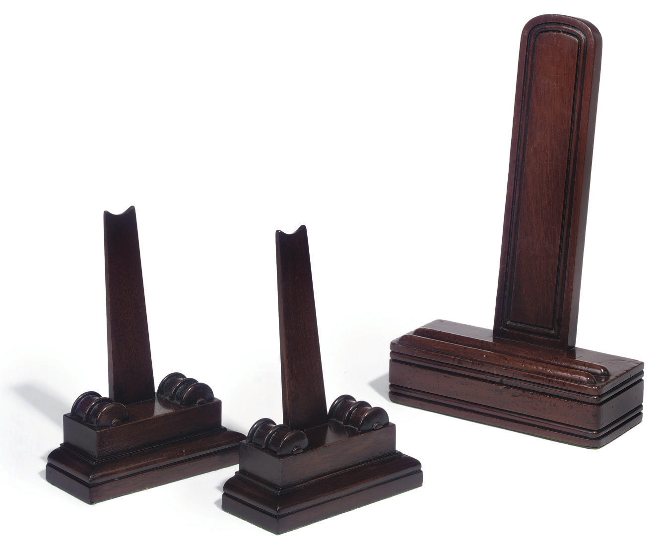 A LATE VICTORIAN MAHOGANY PLATE STAND