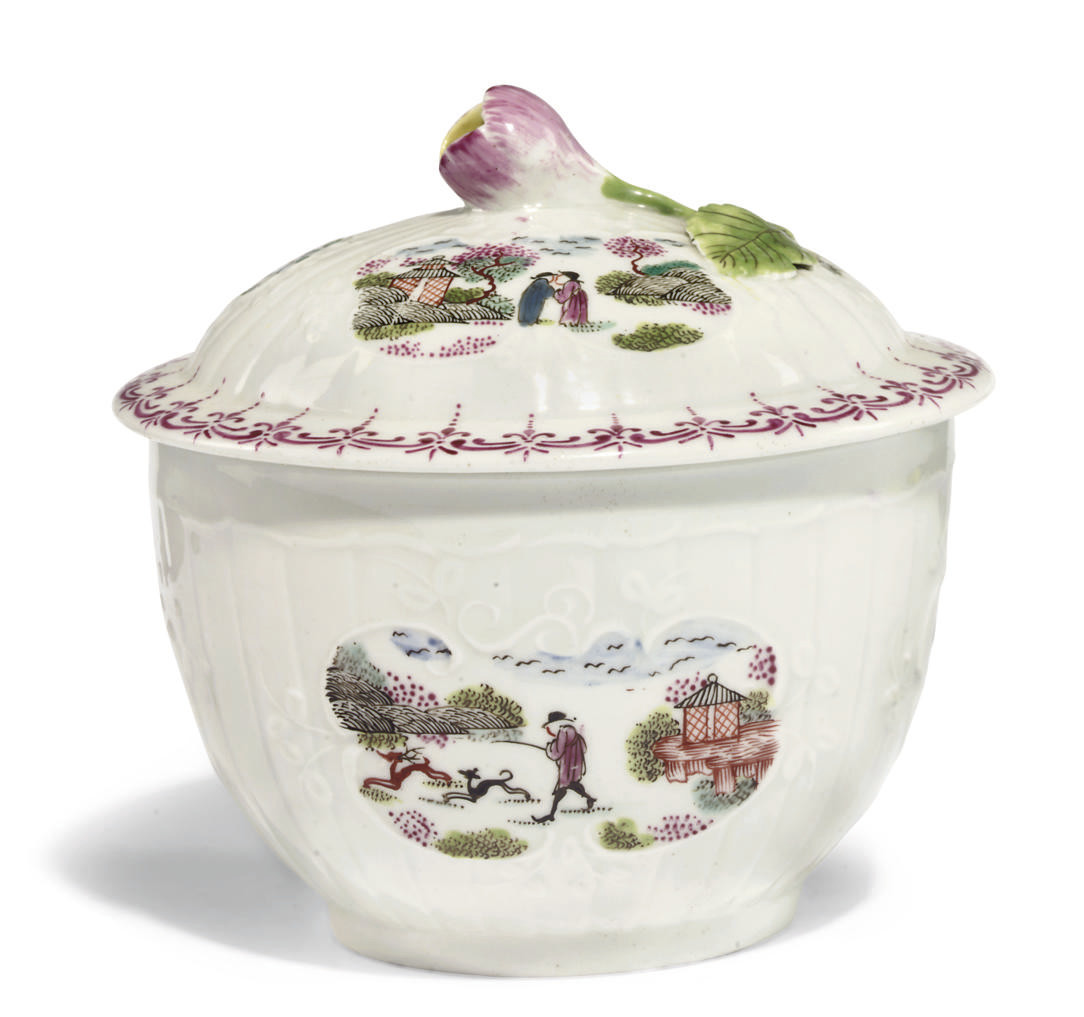 A WORCESTER PLEAT-MOULDED SUGAR-BOWL AND COVER