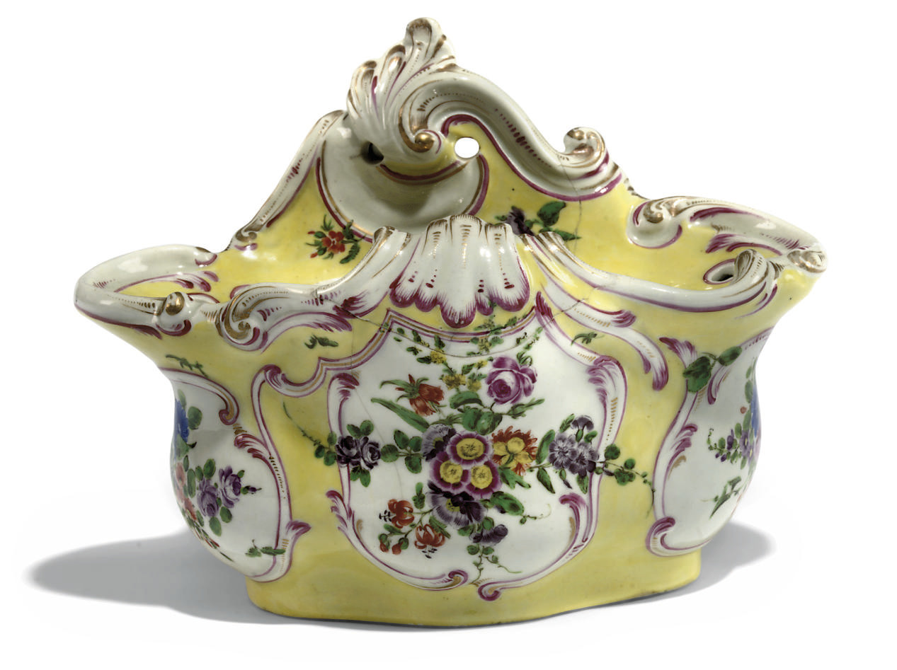 A WORCESTER YELLOW-GROUND TREFOIL BOUGH-POT