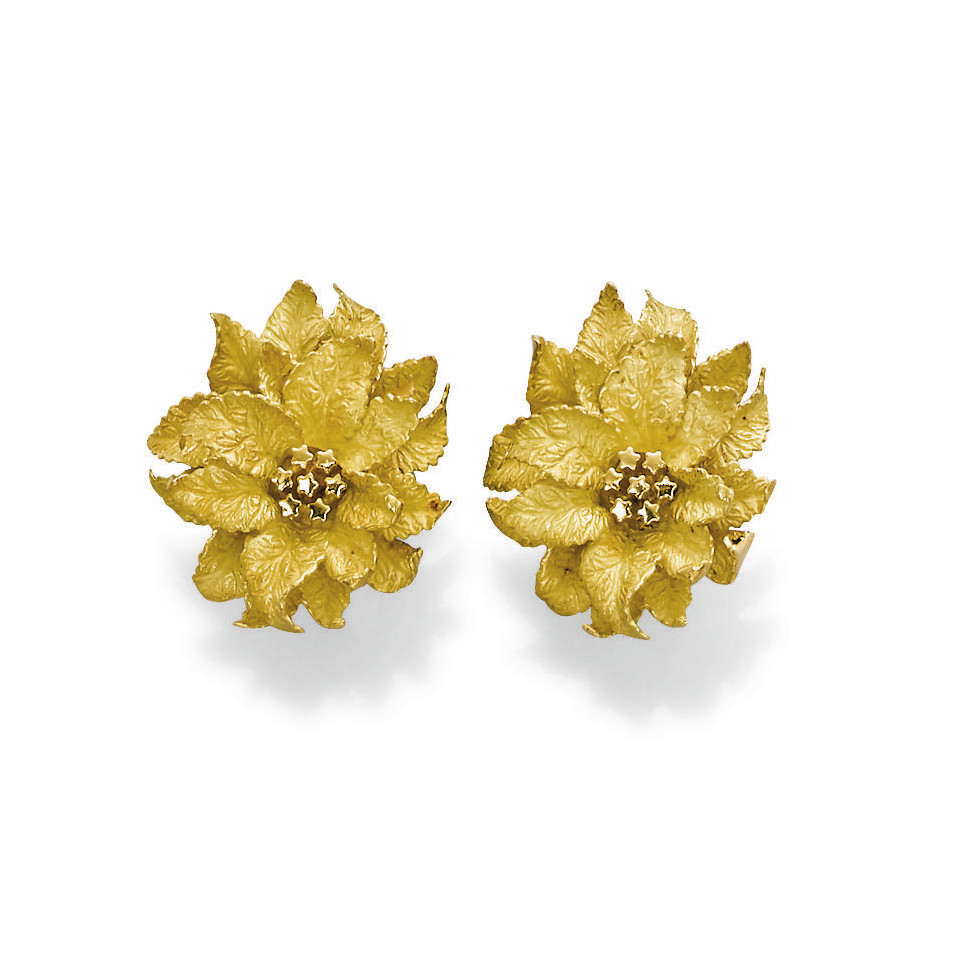 A PAIR OF GOLD CLIP BROOCHES,