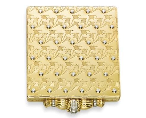A GOLD AND DIAMOND POWDER COMP