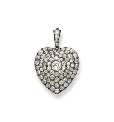 AN ANTIQUE DIAMOND PENDANT