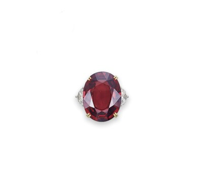 A LARGE SPINEL AND DIAMOND RIN