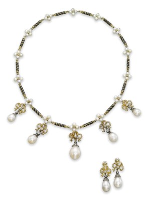 A SET OF ANTIQUE NATURAL PEARL