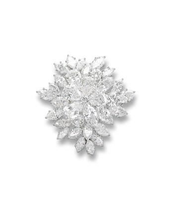 A FINE DIAMOND 'ROSACE' BROOCH