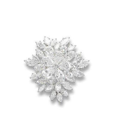 A FINE DIAMOND 'ROSACE' BROOCH