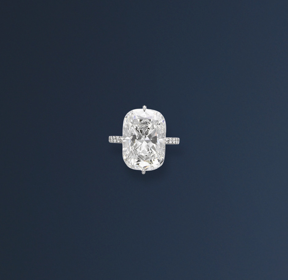AN EXQUISITE DIAMOND RING