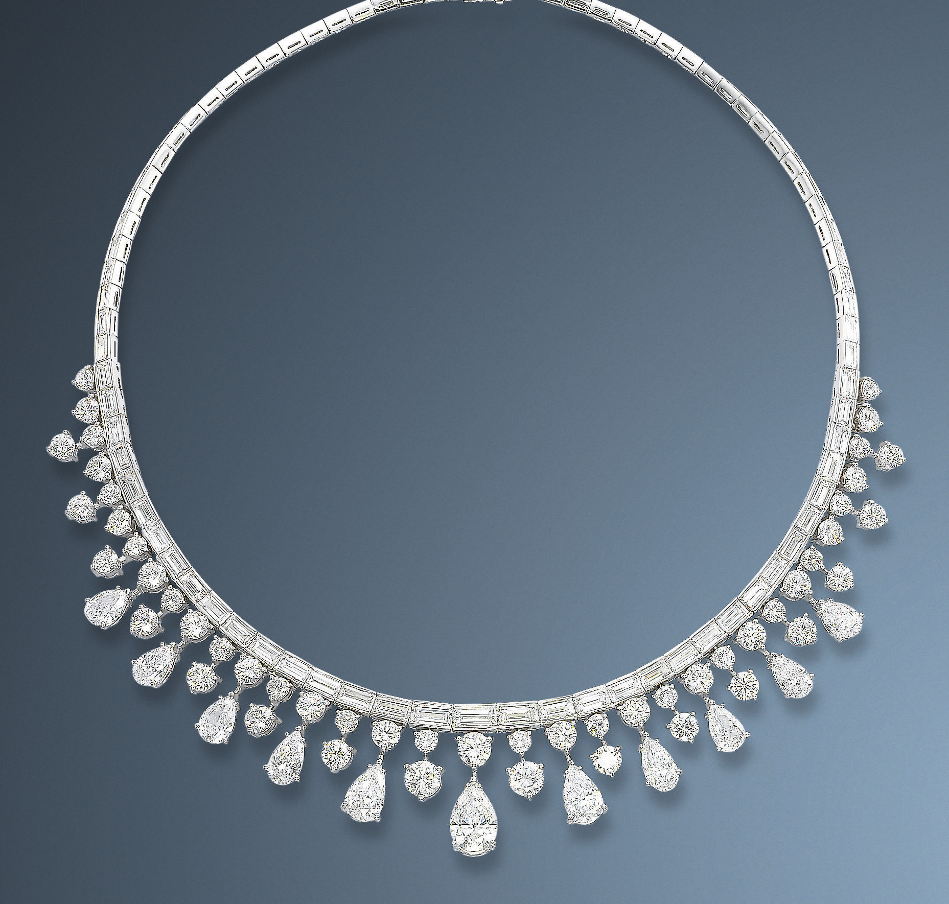 AN ELEGANT DIAMOND NECKLACE