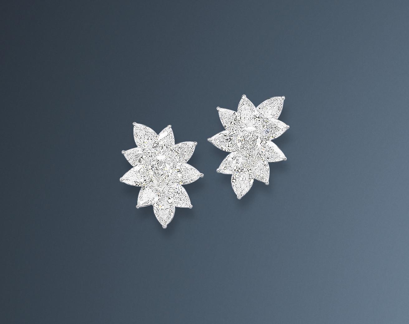 A PAIR OF FINE DIAMOND EAR CLI