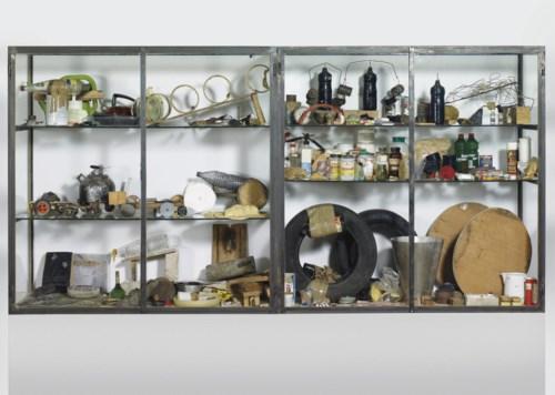 彼得·费茨利和大卫·威斯《事物之道》,1987年作,145 x 145 x 57 公分。2008年12月1日在佳士得苏黎世美术馆举行的拍卖会上以1,020,000瑞郎成交。© Peter Fischli David Weiss, Courtesy Galerie Eva Presenhuber, Zurich New York