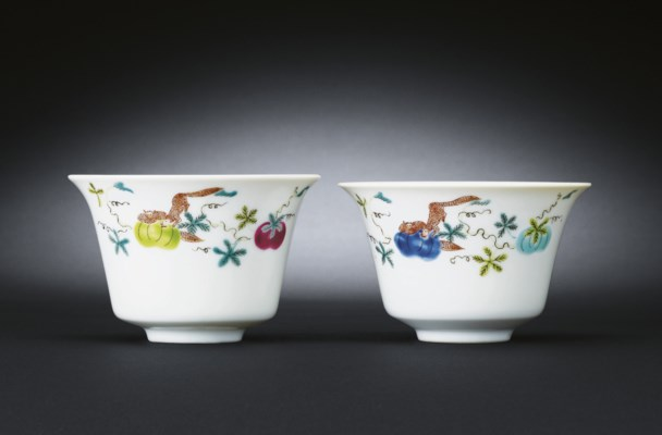 A PAIR OF FAMILLE ROSE WINECUP