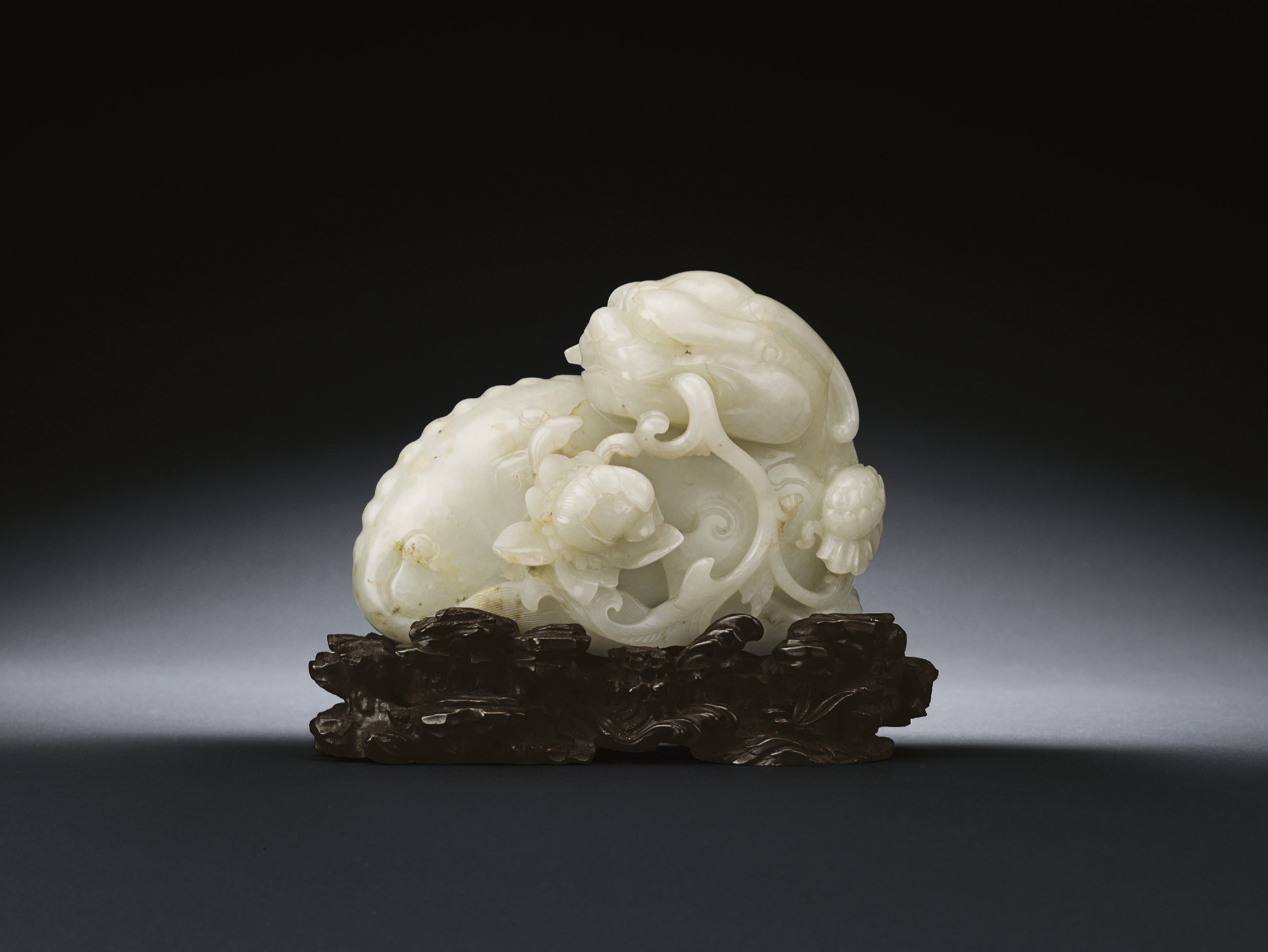 A WELL-CARVED JADE CARVING OF