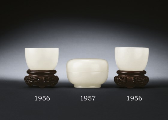 A PAIR OF SMALL WHITE JADE CUP