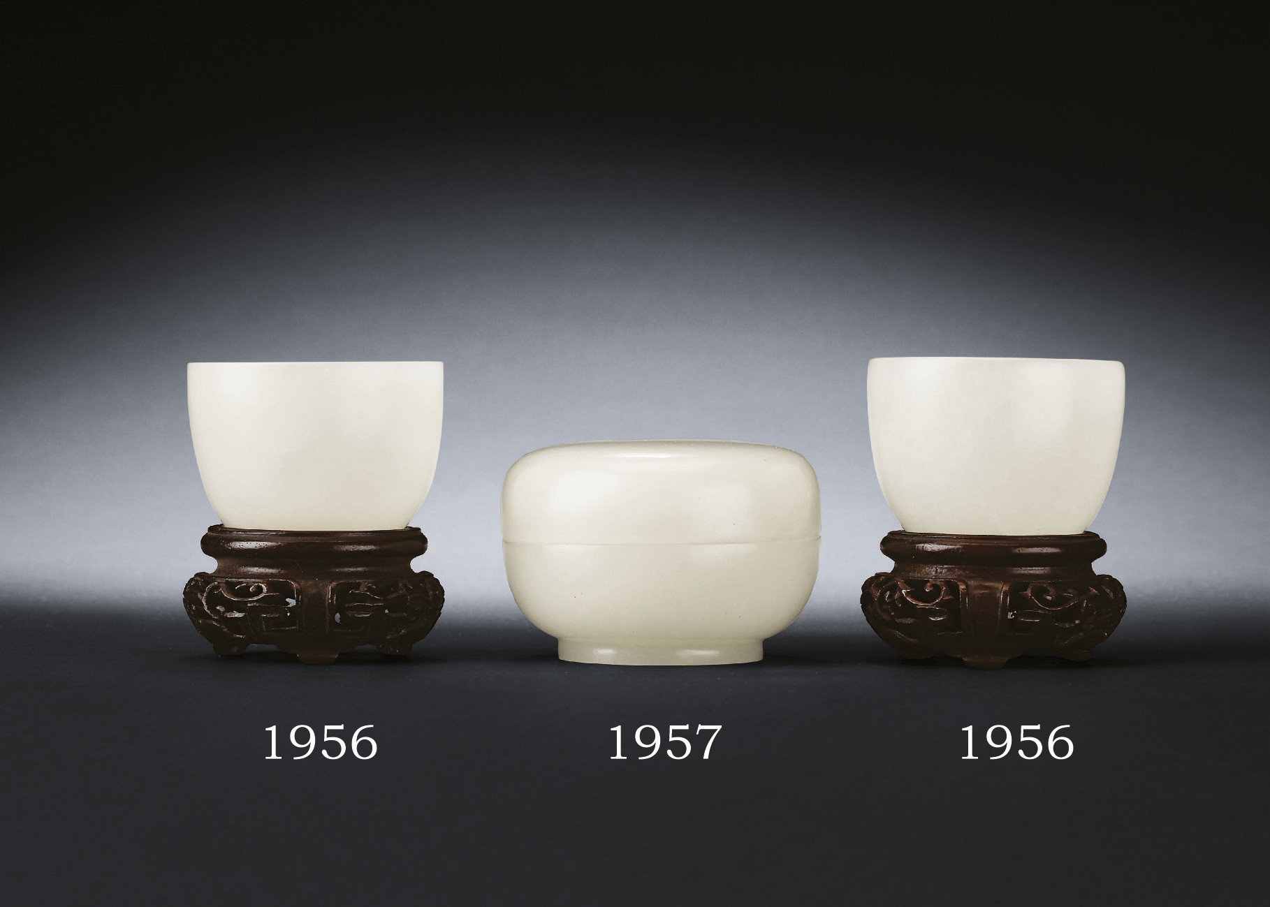 A FINE WHITE JADE COSMETIC BOX