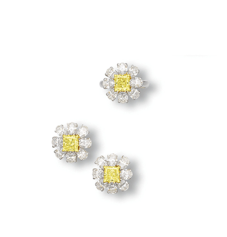 A SET OF COLOURED DIAMOND AND