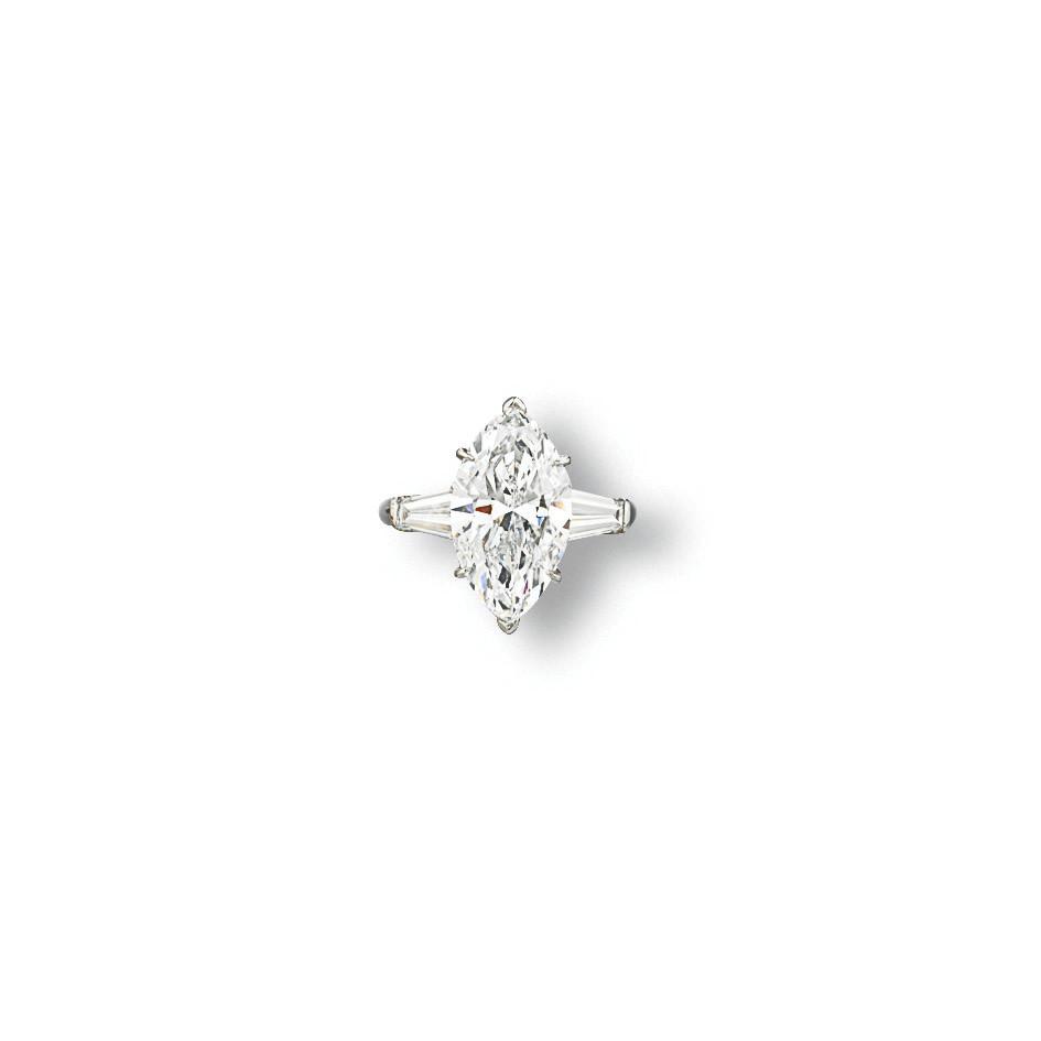 AN ELEGANT DIAMOND RING, BY VA