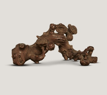 A FINELY CARVED BAMBOO BRUSHRE