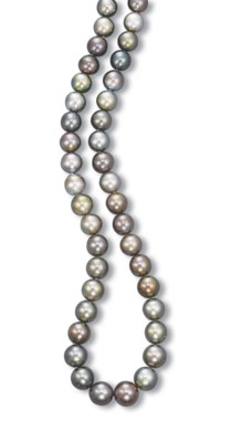 A GREY CULTURED PEARL NECKLACE
