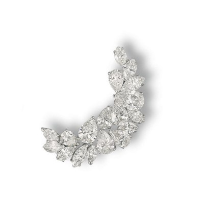 A DIAMOND CLIP BROOCH, BY HARR