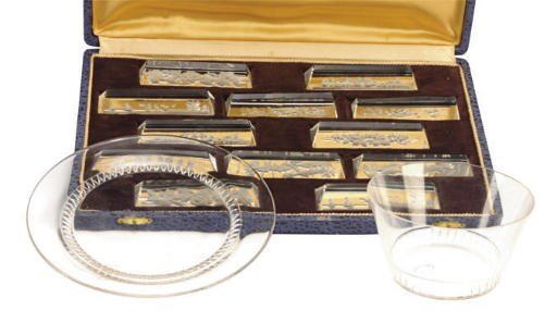 A SET OF SIX FRENCH GLASS FING