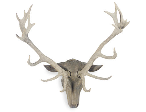 A WOOD AND ANTLER HUNTING TROP