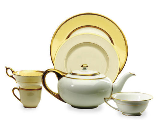 AN ASSEMBLED GILT WHITE AND CUSTARD GROUND PORCELAIN DINNER SERVICE,