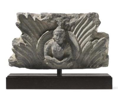 A gray schist frieze
