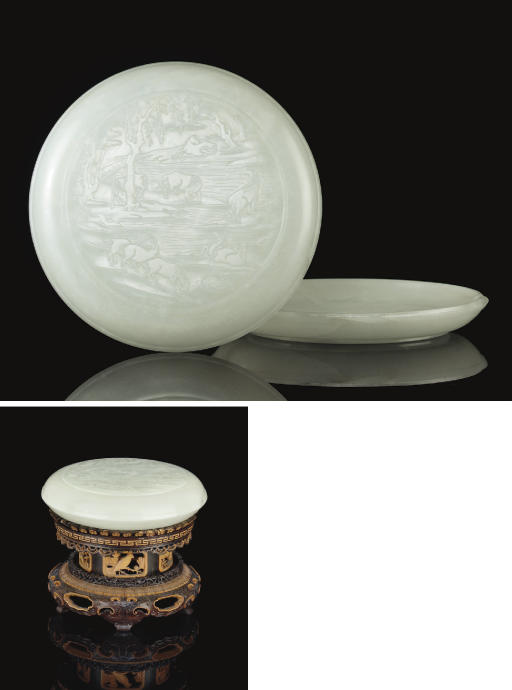 A PALE GREENISH-WHITE JADE SHALLOW CIRCULAR BOX AND COVER