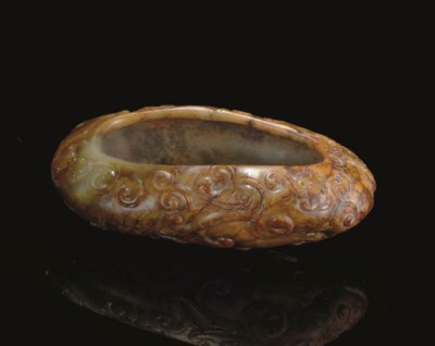 A GREY AND RUSSET JADE OVAL BR