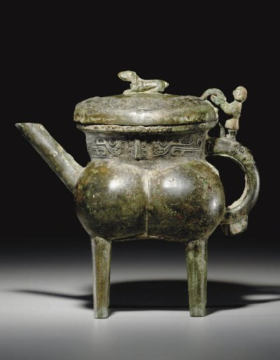 AN UNUSUAL BRONZE POURING VESS