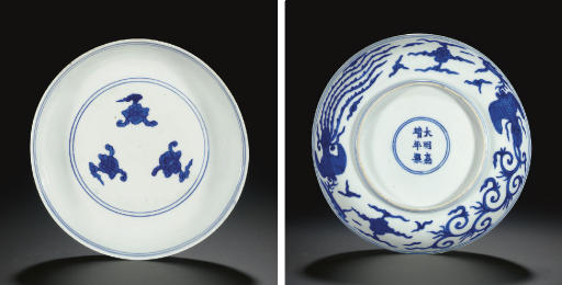A BLUE AND WHITE SHALLOW DISH