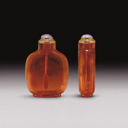 **A WELL-HOLLOWED AMBER SNUFF